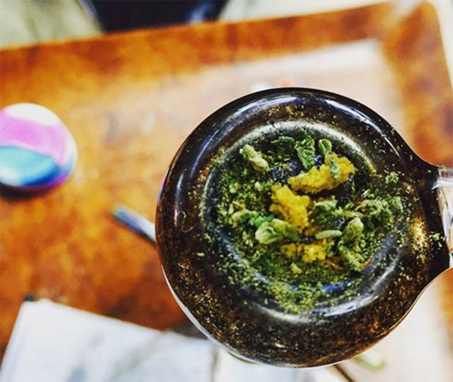 How To Smoke Dabs Without A Rig Dabbing Resources Yo